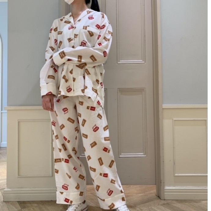 Lotus Biscoff☕様々なロータスを愛らしく描いた総柄パジャマ