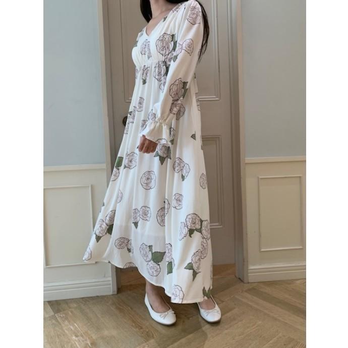 【永遠の愛を祈った椿の花を忠実に描いた優美なロングドレス】