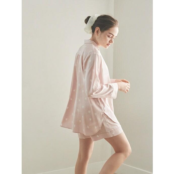 【舞い散る桜をイメージしたペタル柄サテンパジャマ】