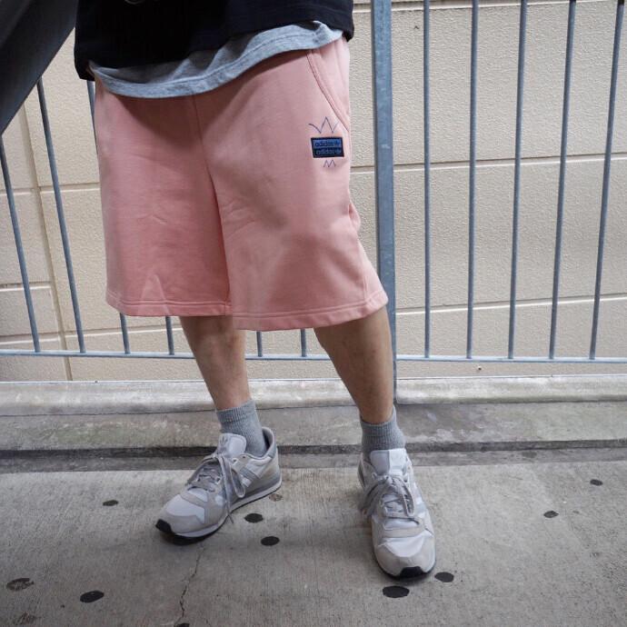 一味ちがうadidasのパンツを着て街に出よう!