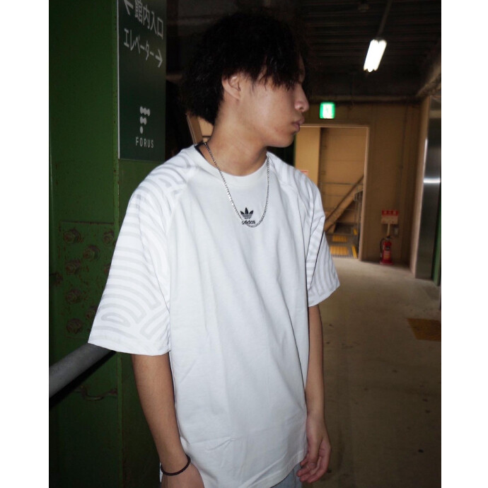 光沢感のあるグラフィックTシャツ【HIROKO TAKAHASHI COLLECTION】