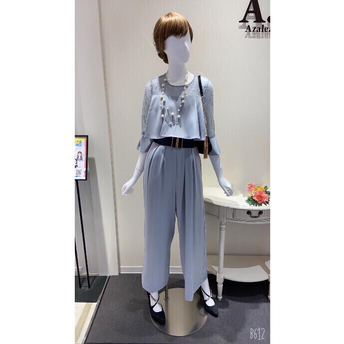胸元フリルパンツドレス