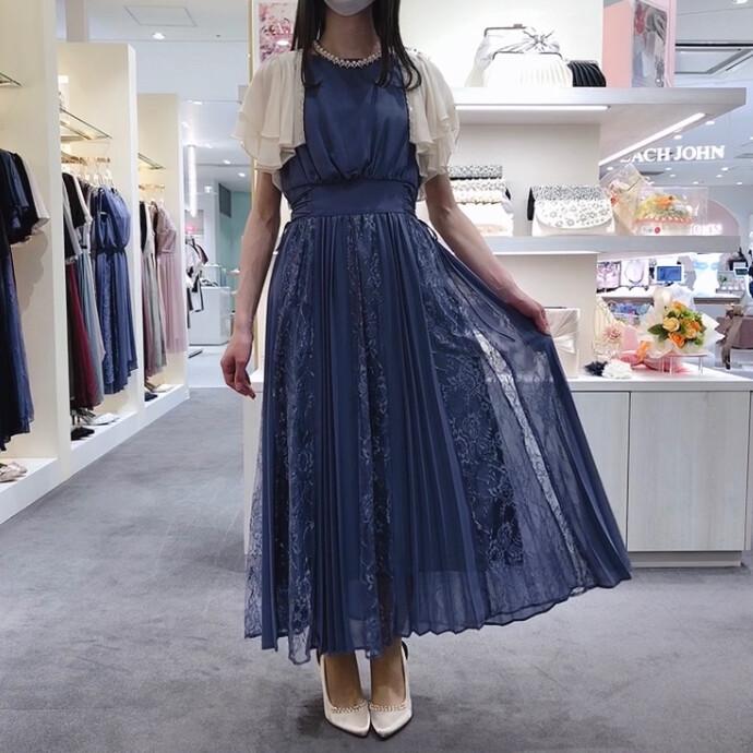 レース×プリーツドレス