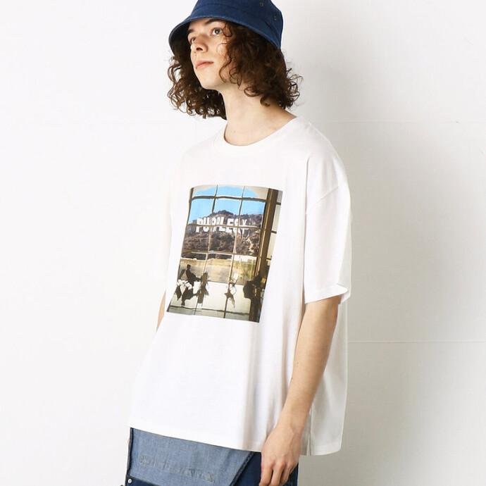 デニムと好相性!鮮やかなグラフィックTシャツ。