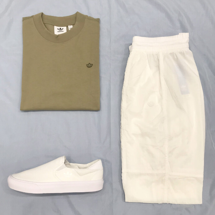 夏に着るカーキ色は白と合わせるとかっこいい!