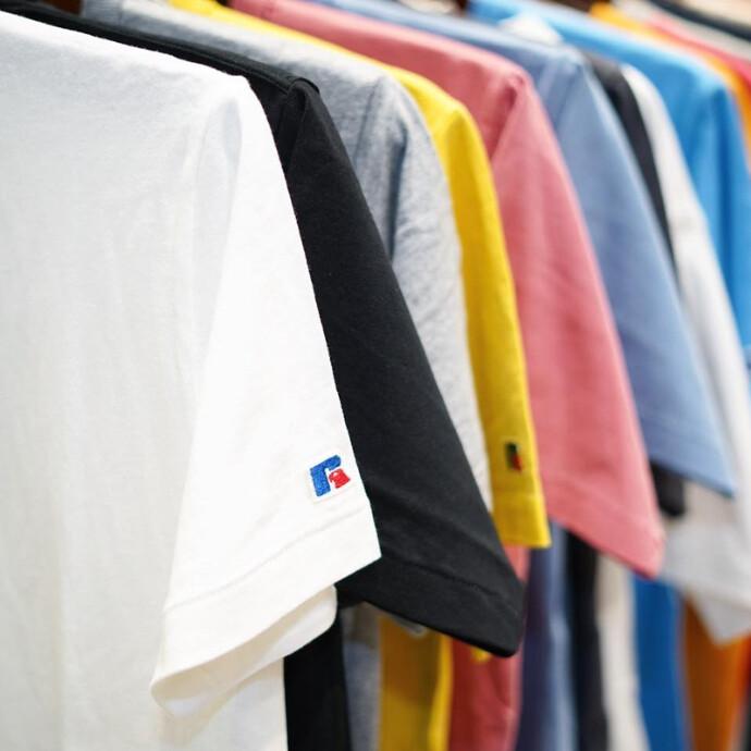 RUSSELL ATHLETIC POP UPより、夏にぴったりの無地Tシャツが入荷してます‼️