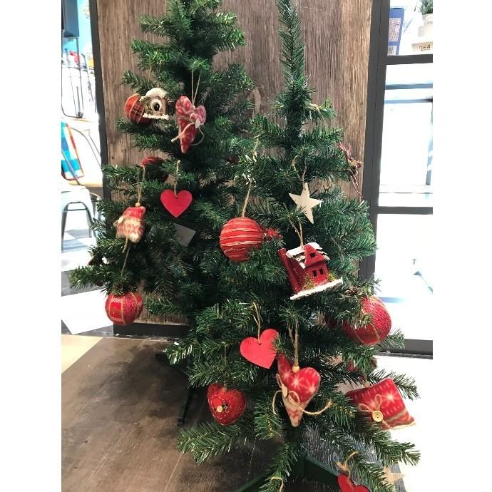 『これひとつでお洒落に飾れるクリスマスツリーセット』販売中!!