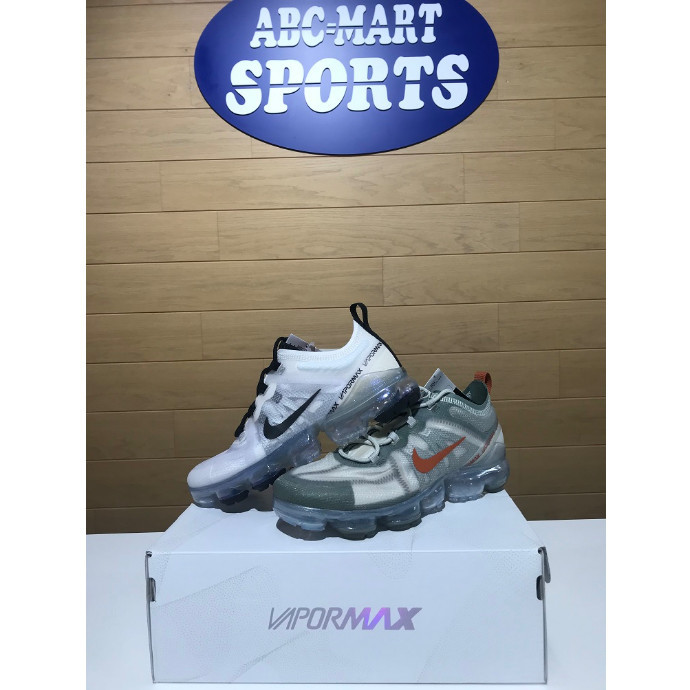 【★AIRVAPORMAX新色登場★】
