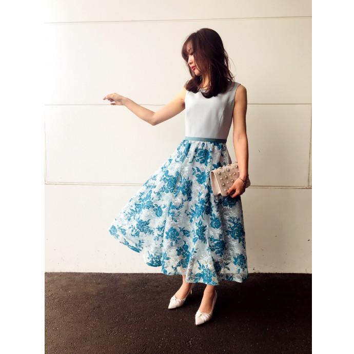 華やかスカートドレス