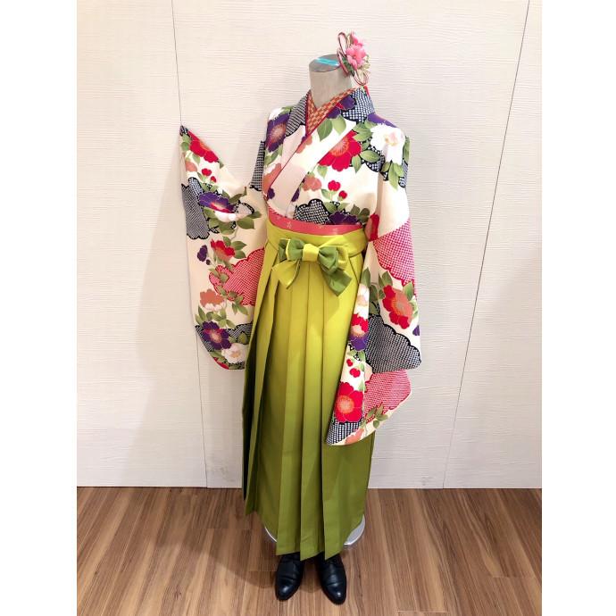 華やか!古典柄の着物を使った袴コーデ