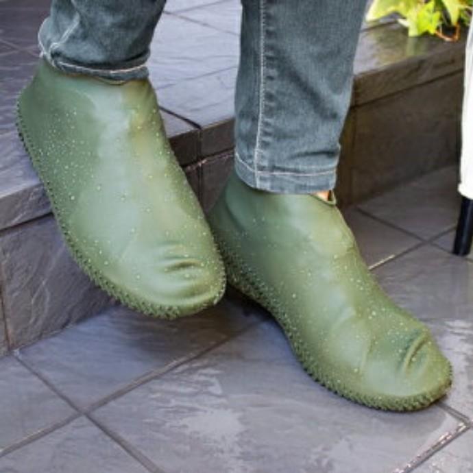 雨や泥汚れから靴を守るシューズカバー