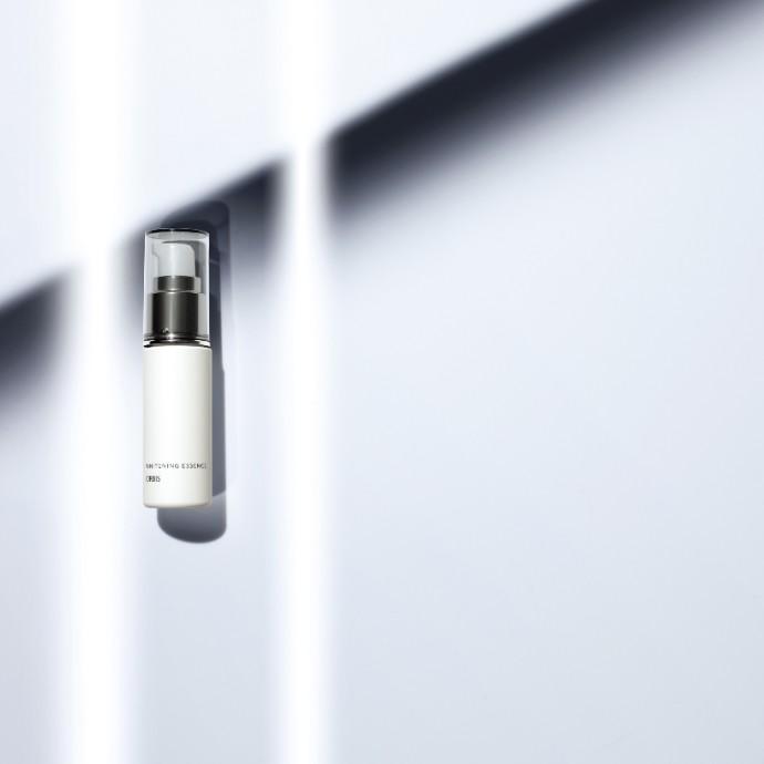 シミの悩みにアプローチ。透明感あふれる肌へ導く、美白*美容液。