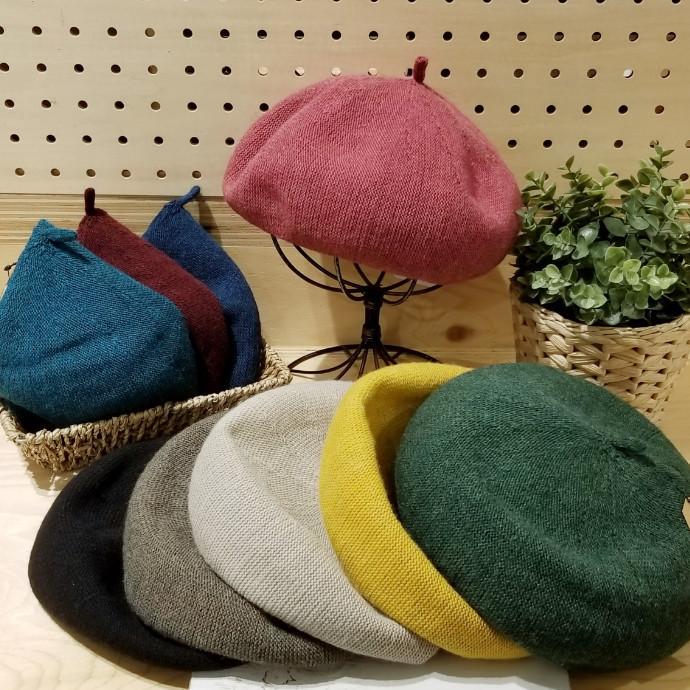 「高級感あるイタリア糸を使用した柔らかニットベレー帽。」