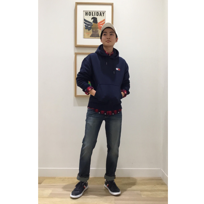 TOMMY JEANS  バッジフーディー