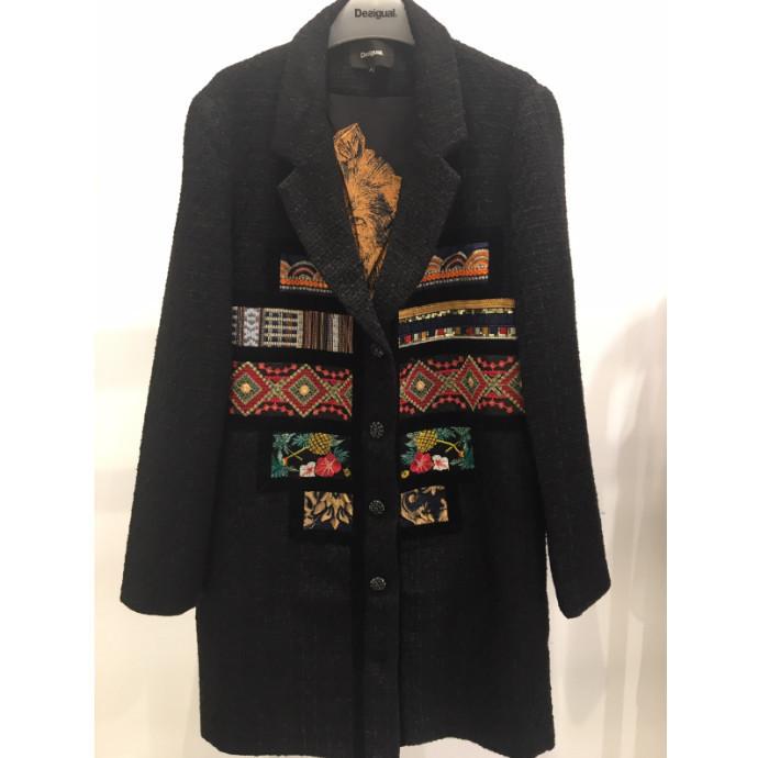 ネイティブ刺繍コート
