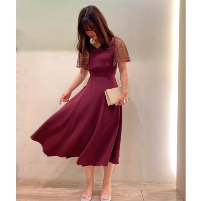 裾が揺れるドレス