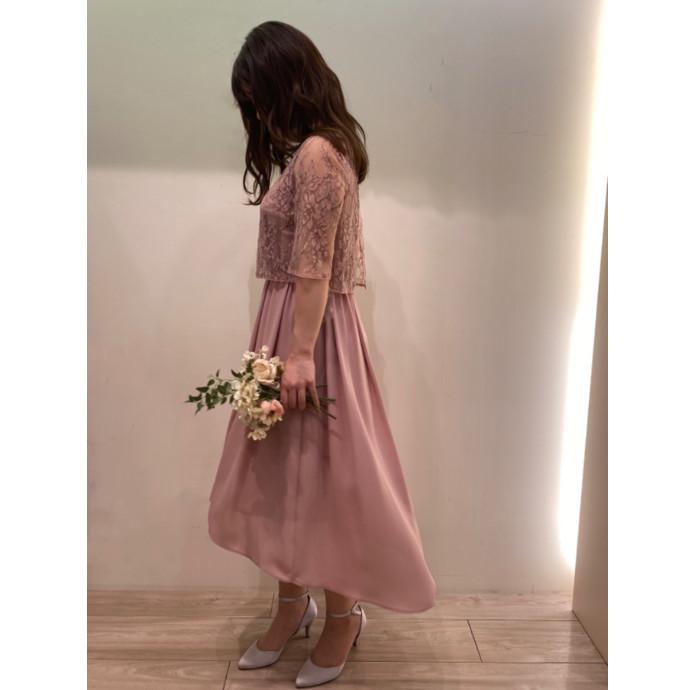 なびく裾に目を奪われるドレス
