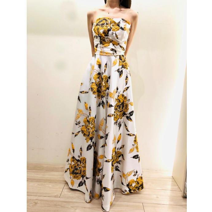 ドラマティックな花柄ドレス