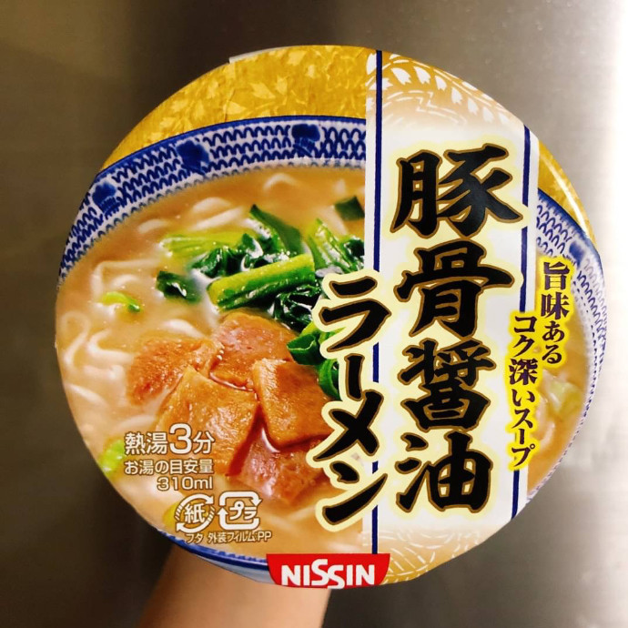 日清 豚骨醤油ラーメン
